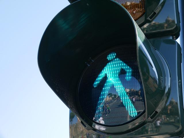 Semáforo para Pedestres verde, indicando que está permitido atravessar a rua.
