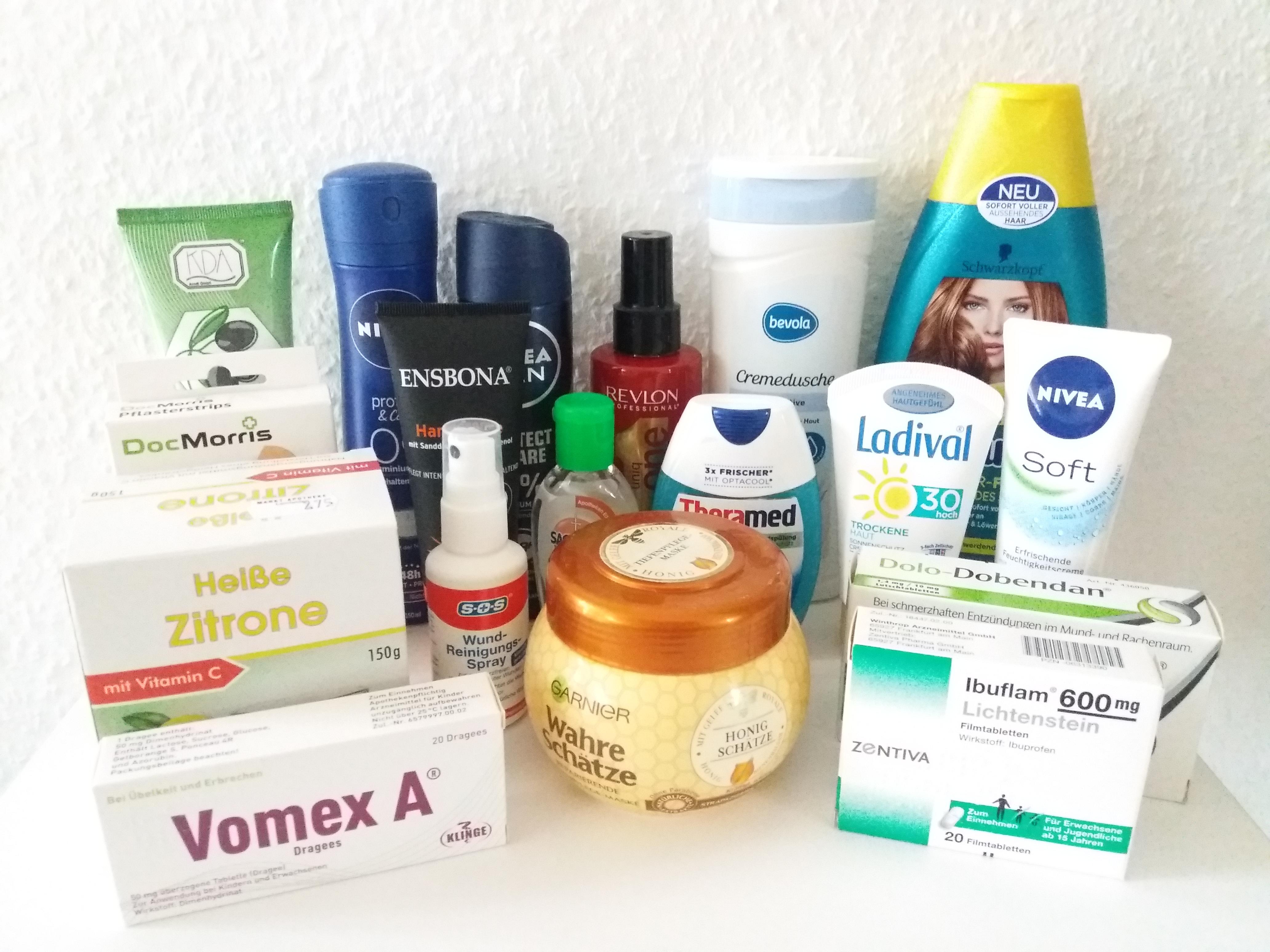 Imagem mostrando vários cosméticos e medicamentos comprados na Alemanha.