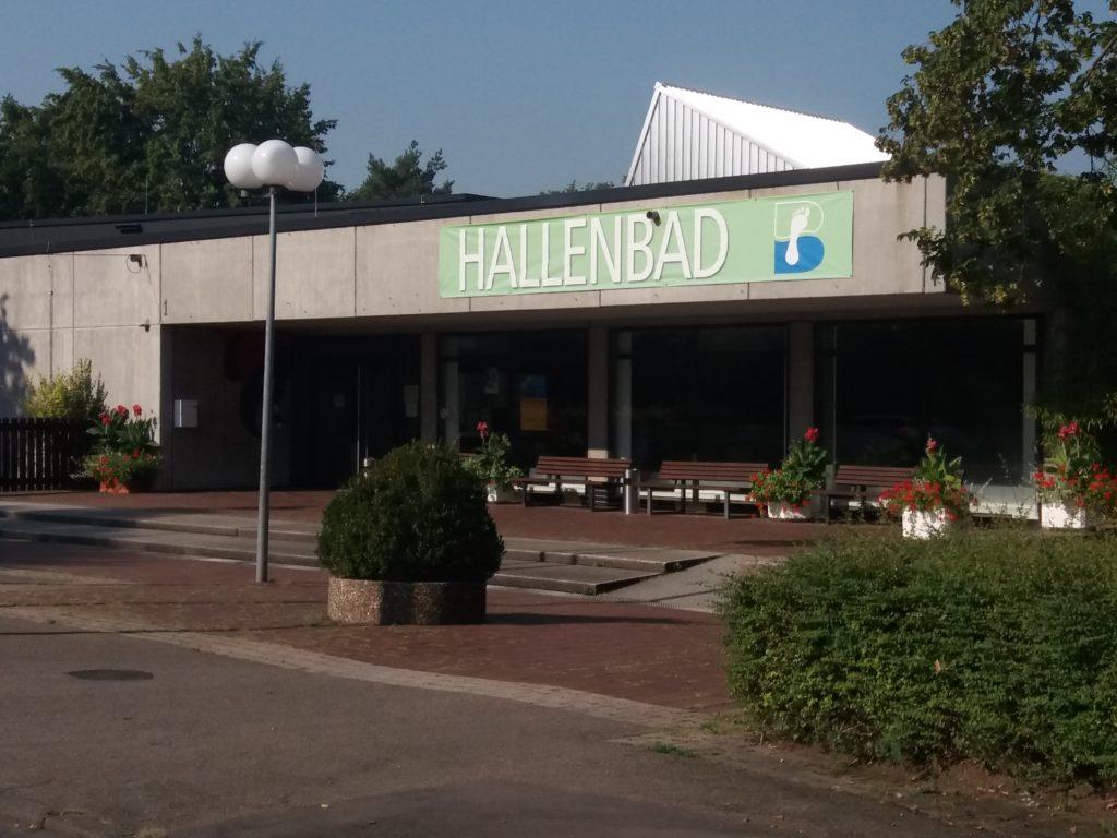 Fachada da Hallenbad, em Sonnenberg, Stuttgart.