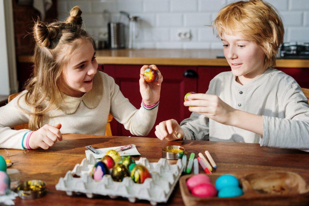 Decorar ovos cozidos